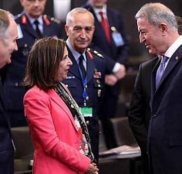 Milli Savunma Bakanı Akar, İspanya Savunma Bakanı Robles ile görüştü