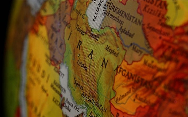 İran'ın Huzistan eyaletindeki gösterilerde biri polis 2 kişi hayatını kaybetti