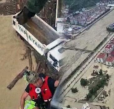 Sinop'ta mahsur kalan 70 kişi için Sahil Güvenlik seferber oldu