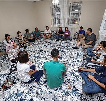 Çukurca'da vatandaşlar festival için gelenleri evlerinde misafir ediyor