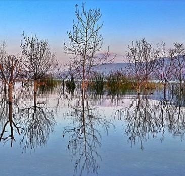 Hazar Gölü'nde büyüleyen güzellik