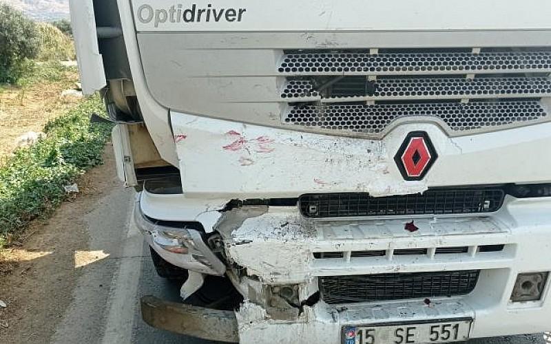 İzmir'de meydana gelen 2 ayrı kazada 4 kişi yaralandı