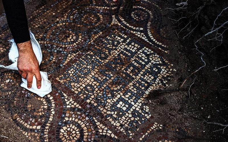İzmir'de kaçak kazı sırasında manastır ve 1500 yıllık mozaik bulundu