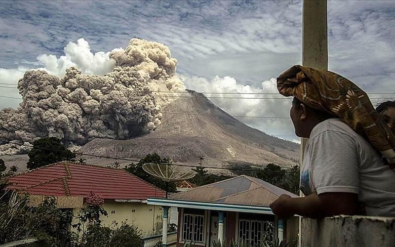 Endonezya'da Sinabung Yanardağı'nda patlama