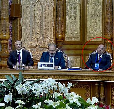 Paşinyan askeri zirvede konuşurken savunma bakanı uyuyakaldı