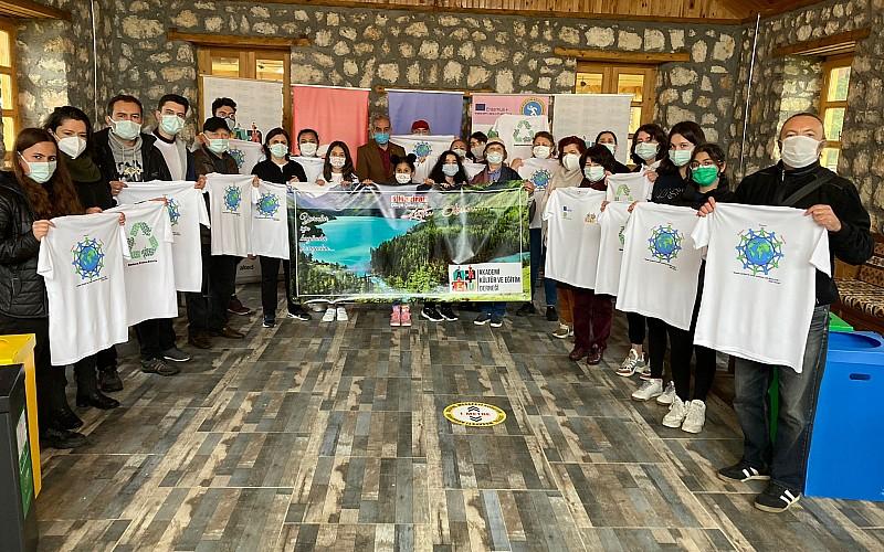 """Kastamonu'da gençler Dünya Çevre Günü'nde """"ekolojik piknik"""" yaptı"""