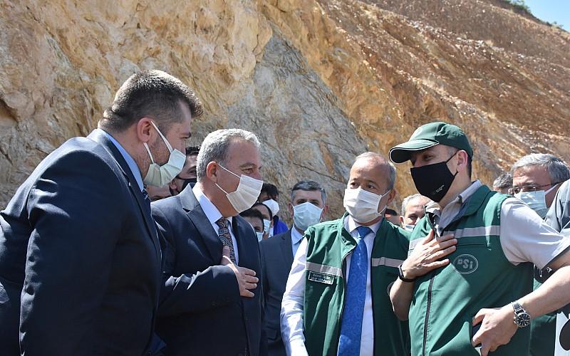 Tarım ve Orman Bakanı Pakdemirli, yapımı tamamlanan Çay Barajı'nda incelemelerde bulundu: