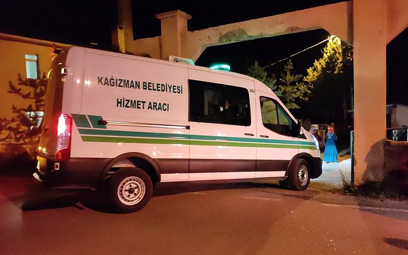 Kars'ta şarampole devrilen kamyonetteki bir astsubay şehit oldu, 3 sivil öldü, bir asker de yaralandı