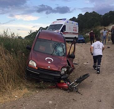 Manisa'da otomobil ile çarpışan motosikletin sürücüsü ağır yaralandı