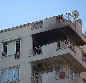 Antalya'da apartman dairesinde çıkan yangın hasara yol açtı