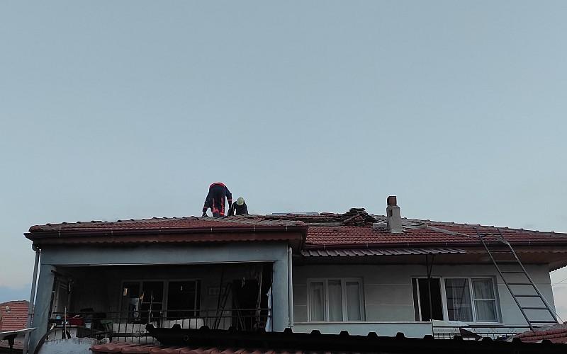 Manisa'da ocaktan sıçrayan kıvılcım evi yaktı