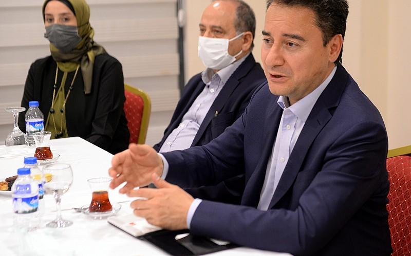DEVA Partisi Genel Başkanı Babacan, Ardahan'da basın mensuplarıyla bir araya geldi