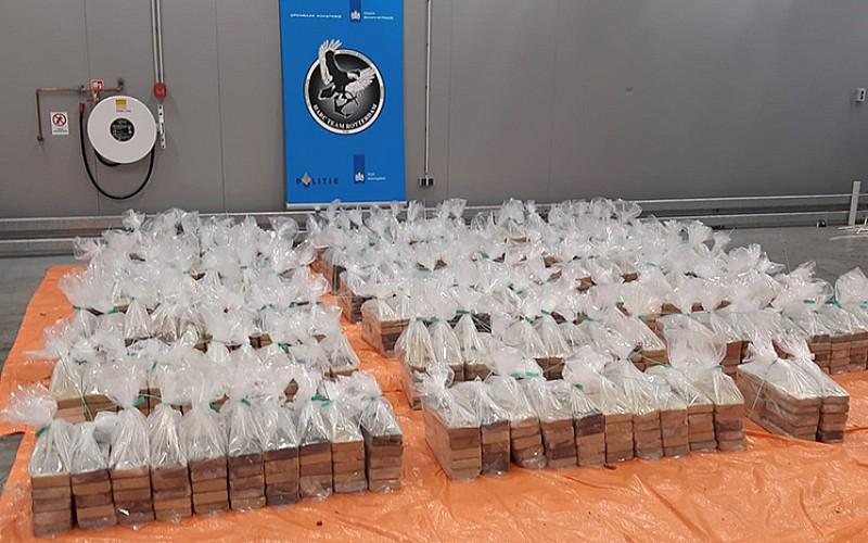 Hollanda'nın Rotterdam limanında 1 ton 760 kilogram kokain ele geçirildi