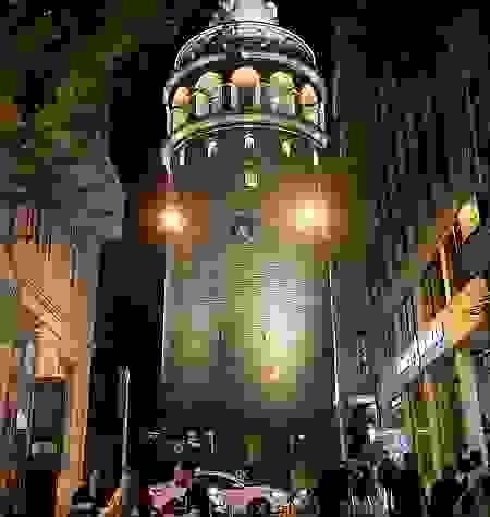 İstanbul'un simge noktaları, Dünya Hepatit Günü için ışıklandırıldı
