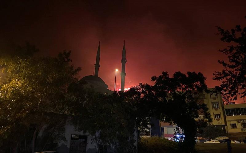 GÜNCELLEME 3 - Mersin Aydıncık'ta yangına karadan müdahale sürüyor