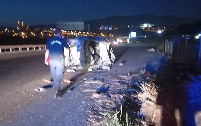 Bursa'da bariyere çarpan otomobil takla attı: 3 yaralı