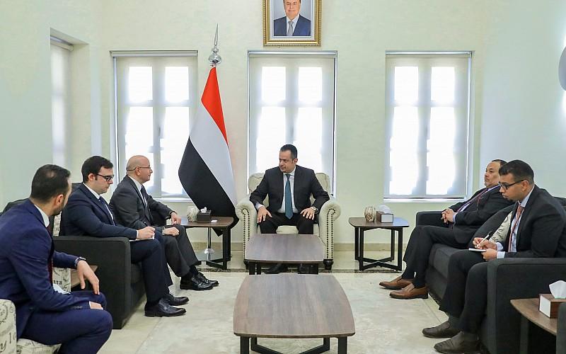 """Yemen Başbakanı Abdulmelik ile Türkiye'nin Sana Büyükelçisi Pulat """"ikili ilişkileri"""" görüştü"""