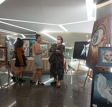 Geliri selden etkilenenlere bağışlanacak Bi-re-y resim sergisi Liv Hospital Vadi İstanbul'da düzenlendi