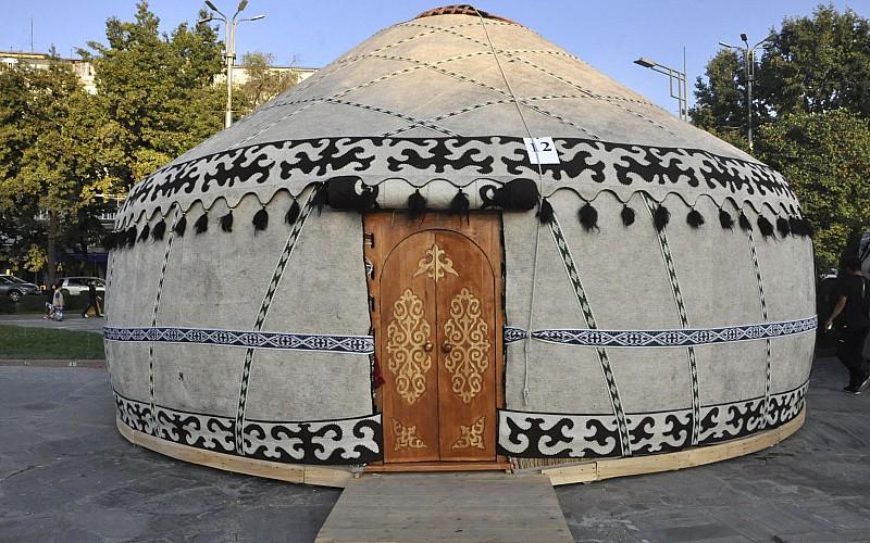 Kırgızistan'da 6. Dünya Halk Destanları Festivali başladı