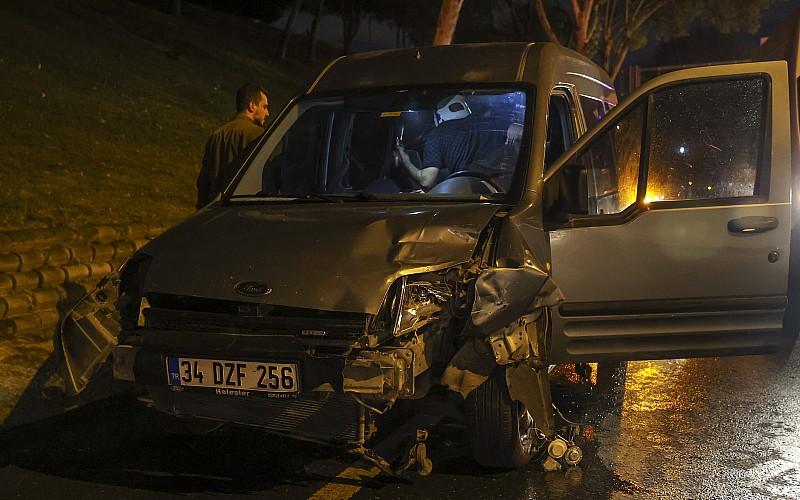 Esenler'de zincirleme trafik kazasında ikisi kadın 5 kişi yaralandı
