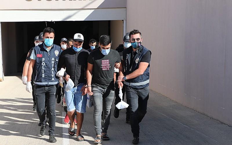 Antalya'da haklarında arama kararı bulunan 35 kişi yakalandı