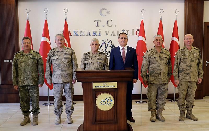 Jandarma Genel Komutanı Orgeneral Çetin, Hakkari'de ziyaretlerde bulundu
