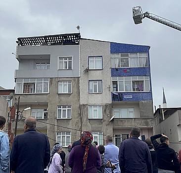 Bağcılar'da çatı dairesinde çıkan yangın söndürüldü