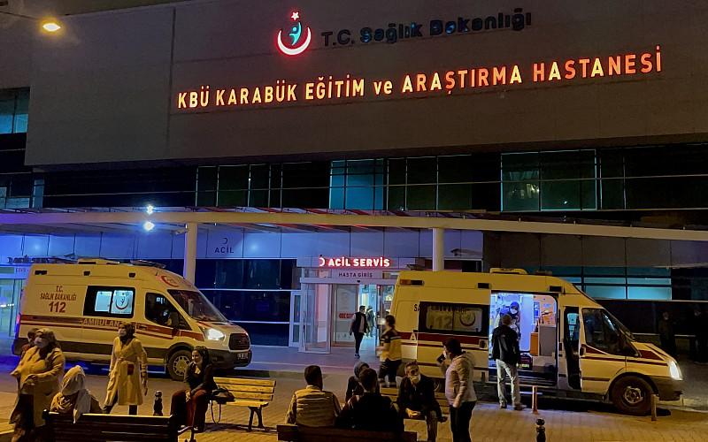 Karabük'te devrilen otomobildeki 2 kişi yaralandı