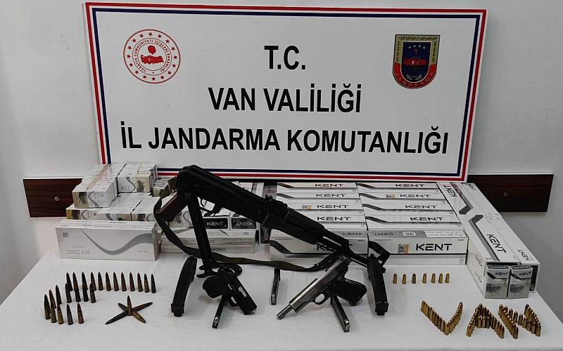 Van'da silah ve gümrük kaçağı sigara ele geçirildi