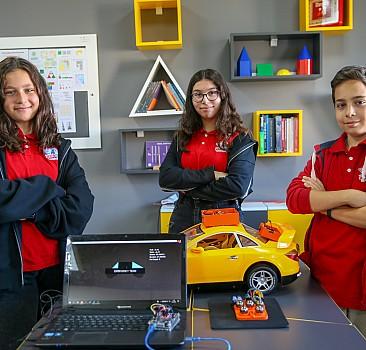 Ödüllü öğrenciler trafik kazaları için tasarladıkları cihazın patentini alacak