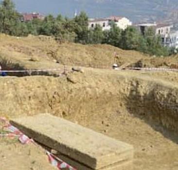 Bursa'da 2 bin 200 yıllık lahit mezar bulundu