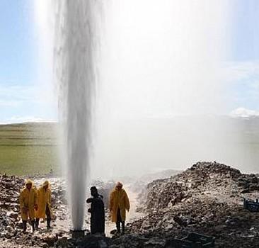 Ağrı'da sondaj kuyusundan termal su fışkırdı