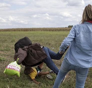 Sığınmacılara tekme atan kameraman yargılanacak