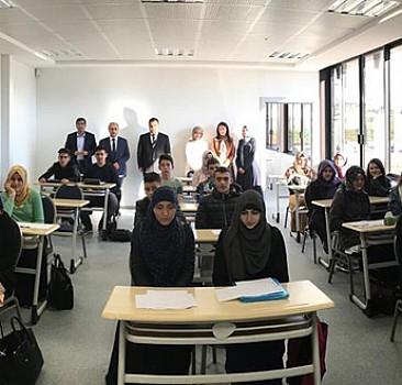 Fransa'nın ilk Türk lisesi açıldı