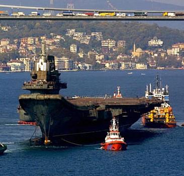 Boğaz'dan geçen gemiye savaş emri