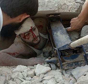 Ruslar yaralılara yardıma gidenleri bombaladı