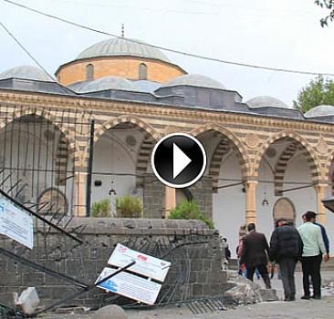 Teröristlerin zarar verdiği 'Fatihpaşa Camii'