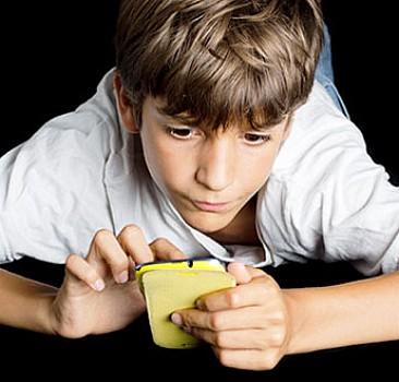 Cep telefonuyla meşguliyet fıtık ediyor