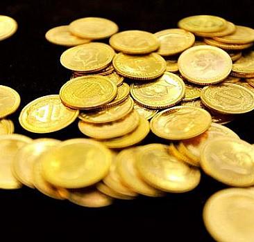 Altın fiyatları yarı yarıya düştü