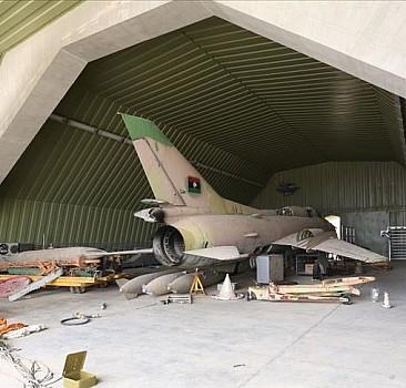 AA ekibi Libya'da Hafter milislerinden kurtarılan hava üssünü görüntüledi