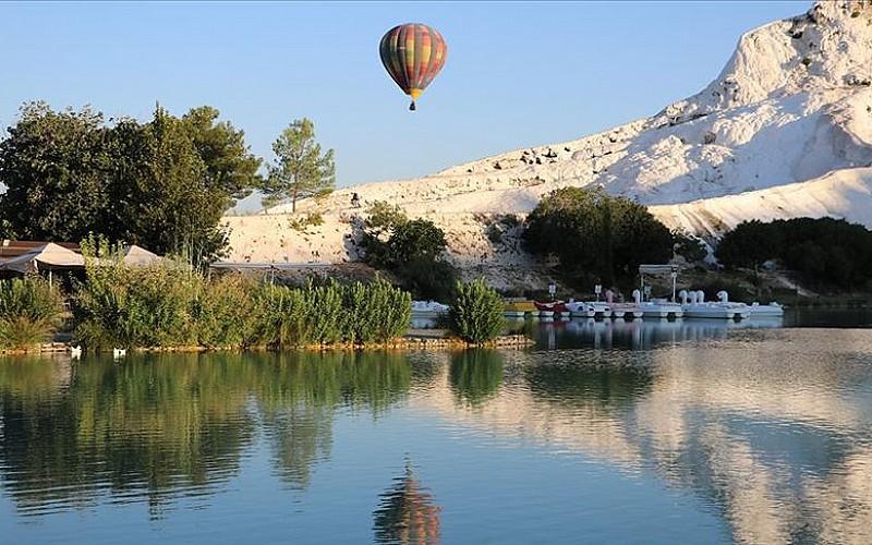 Balonlar 'beyaz cennetin' üzerinde 162 gün sonra yeniden uçmaya başladı