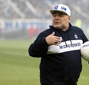 Futbol dünyasından Maradona geçti