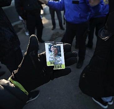 AA kameramanı New York'taki Kovid-19 kısıtlamalarına karşı gösteride saldırıya uğradı