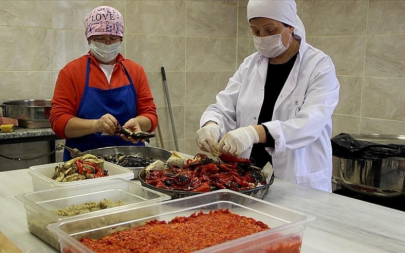 Ninelerinden öğrendikleri yöntemle 'Balkan sosu' üretiyorlar